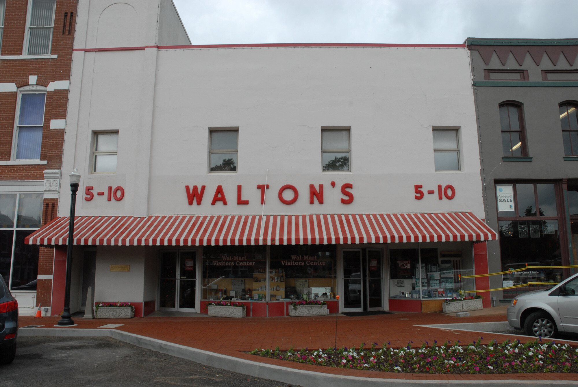 Walton S Five And Dime Also Home To The Walmart Museum